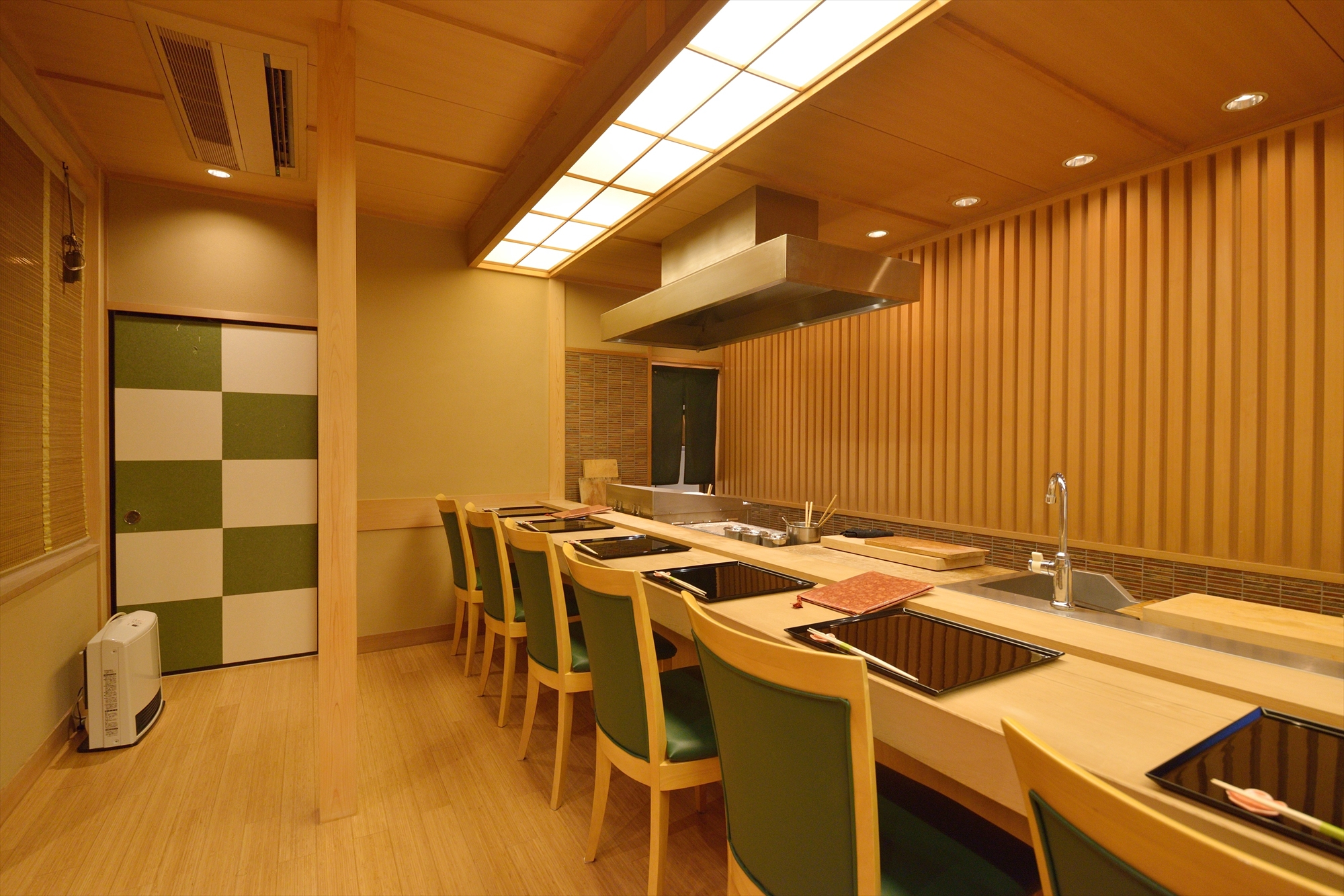 Jikishinbo Saiki interior counter table