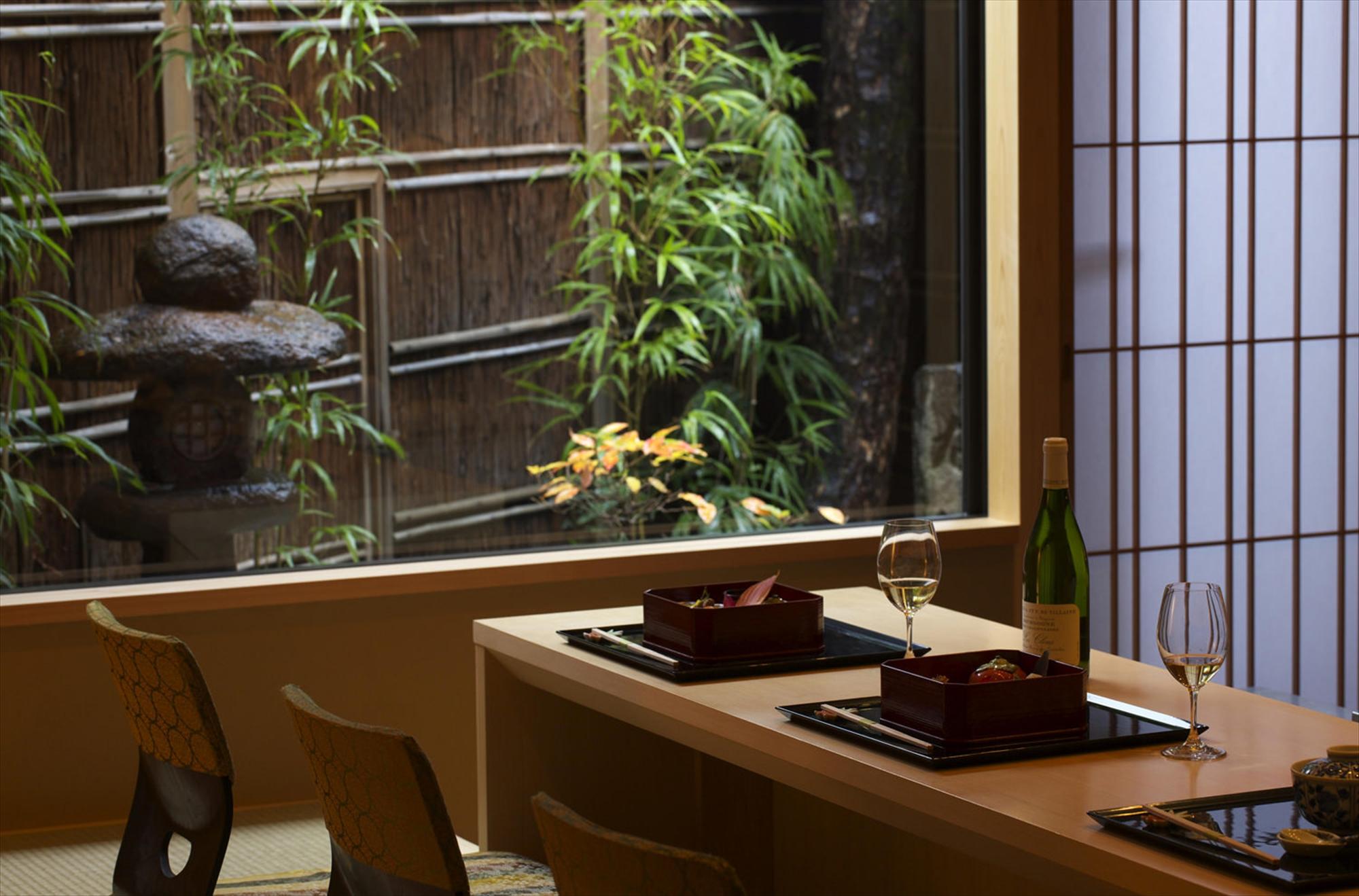 Jikishinbo Saiki interior table-set