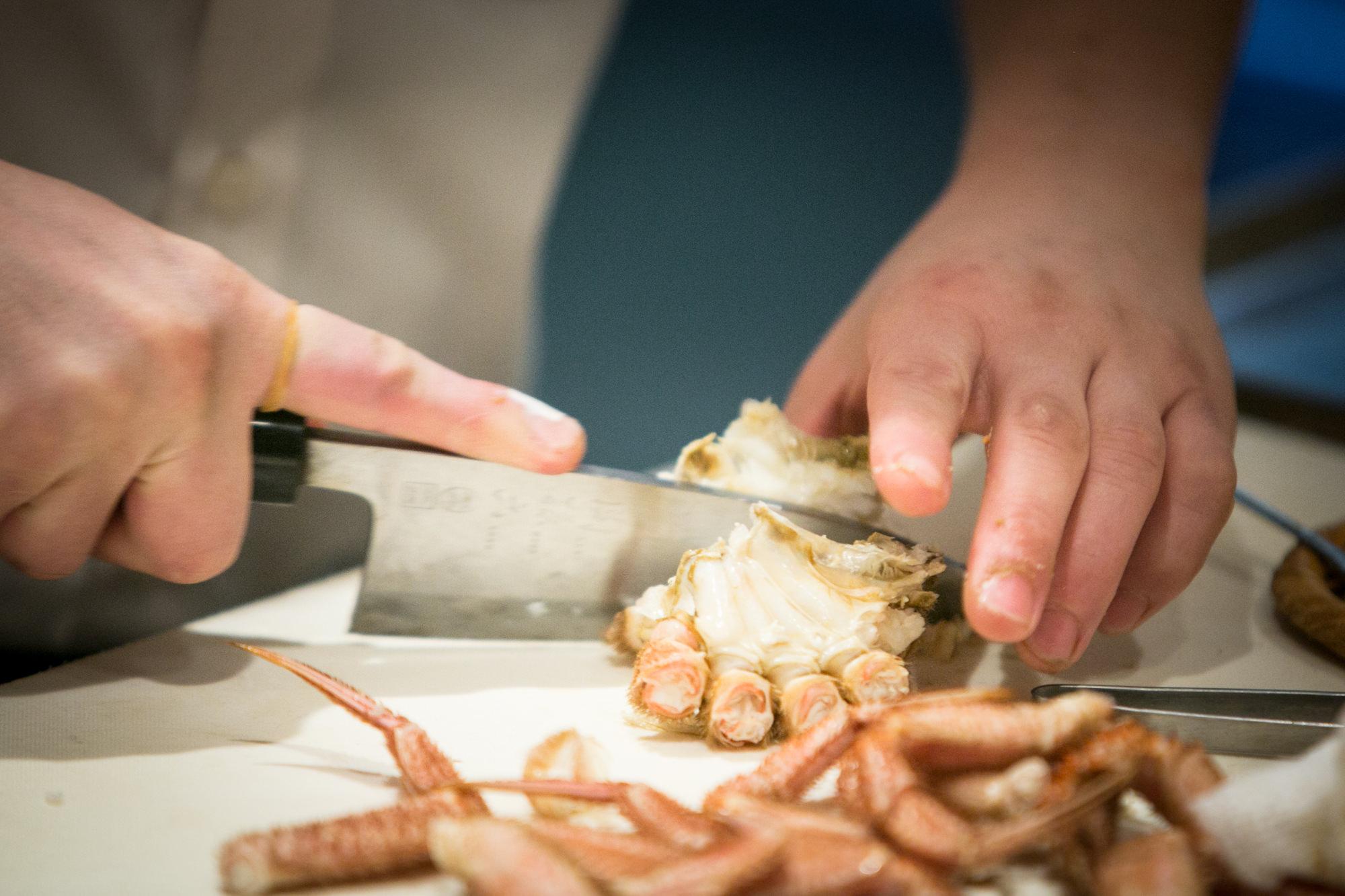 Sushidokoro Kurosugi Akihiro Kurosugi cooking crab