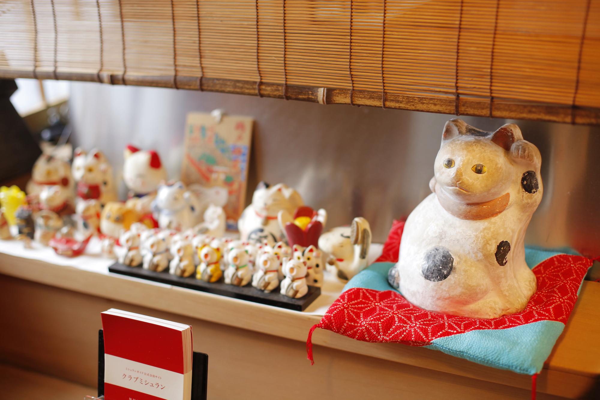 Kogetsu interior Beckoning cat