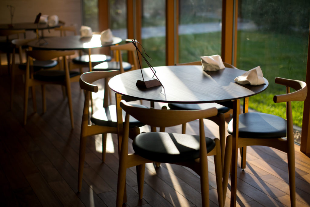akordu table-set