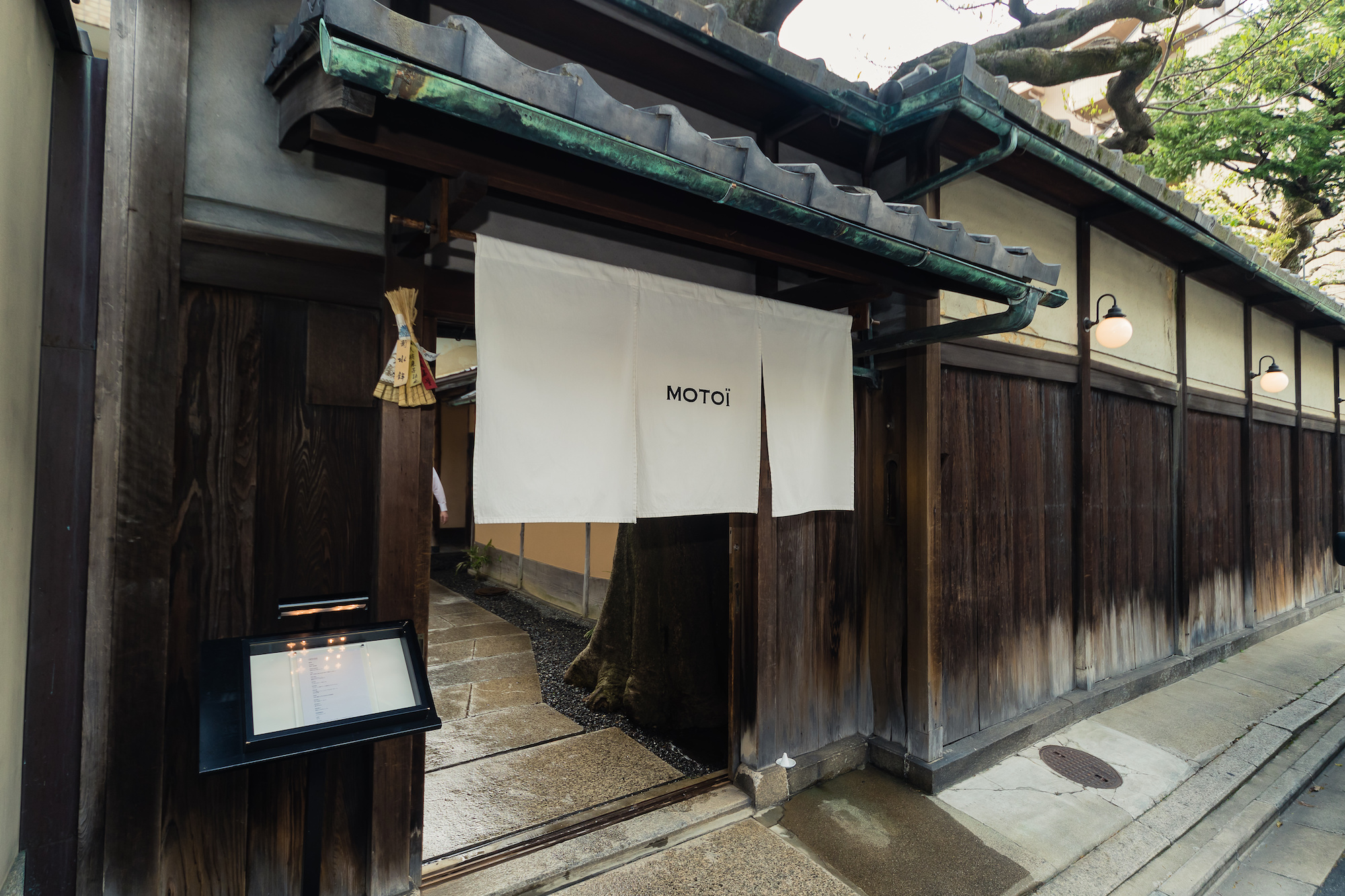 Restaurant MOTOI entrance