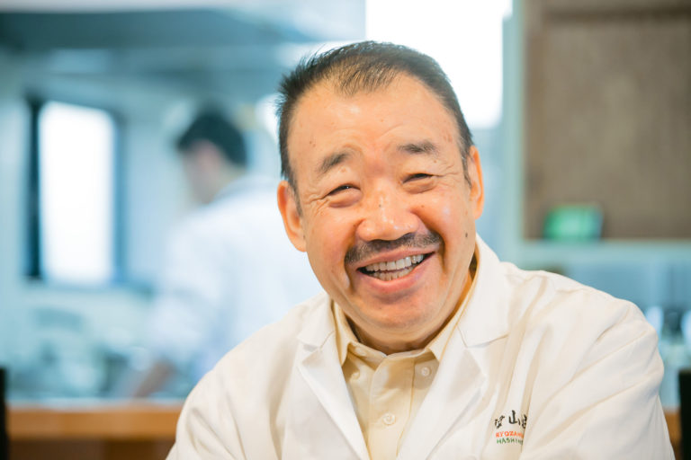 60歳にして京大でMBAを取得した、異色の料理人。 あらゆる人の心に栄養を。それがたとえ終末の人であろうと