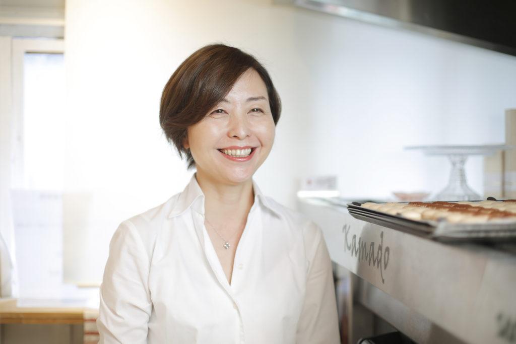 微笑む川村祥子さんの写真