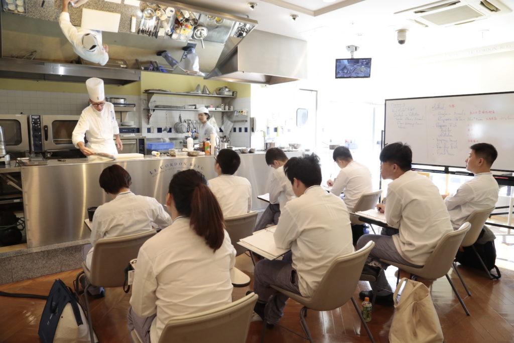 料理学校ル・コルドン・ブルーの授業風景の写真
