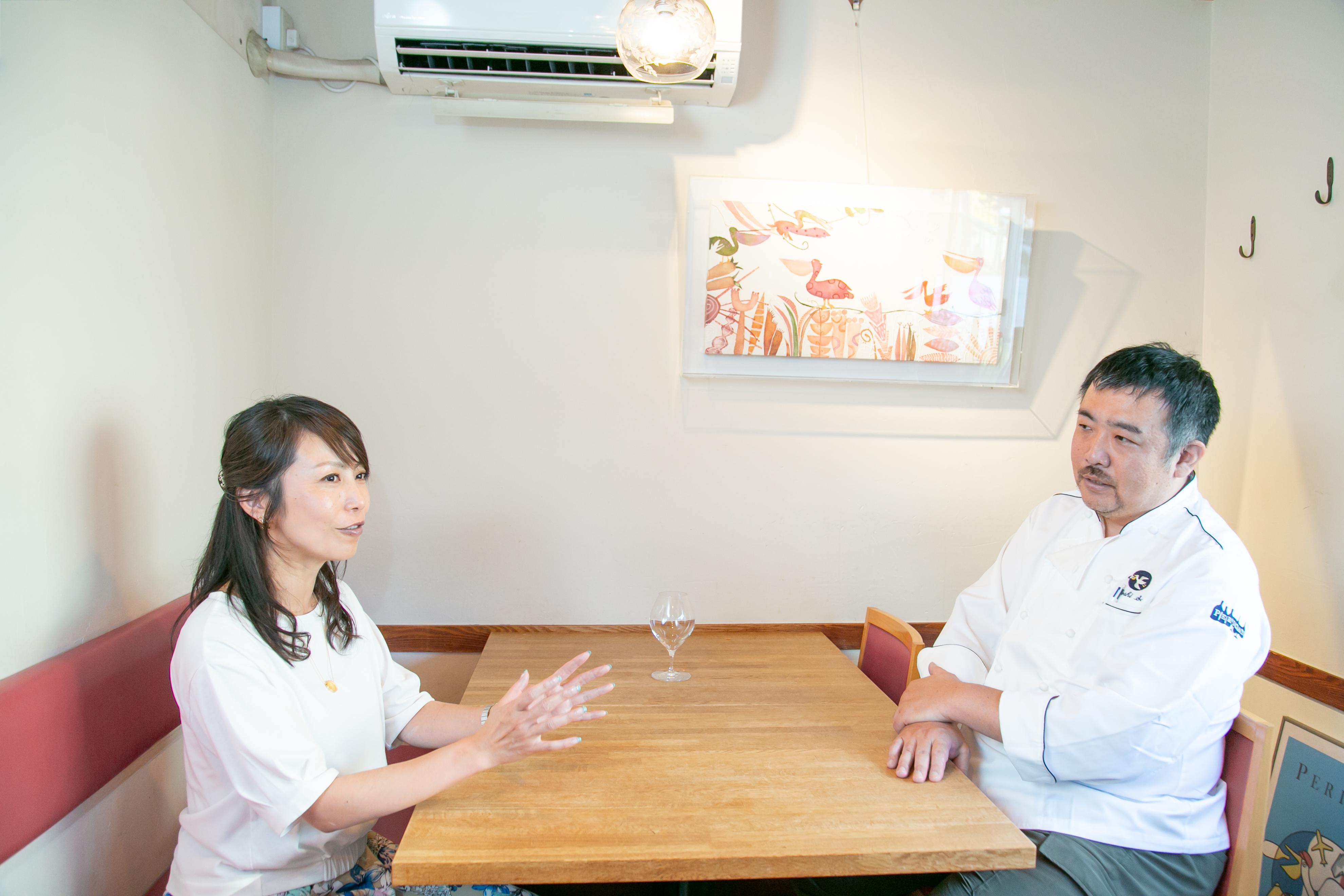 レストラン「ぺりかん」オーナー佐野健さんとワインショップ「Wine&Weekend」店主スージーさんの対談風景