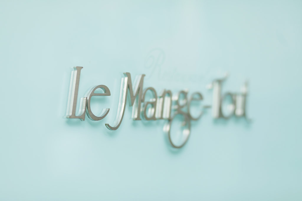 Le Mange-Tout(ル・マンジュ・トゥー)看板写真