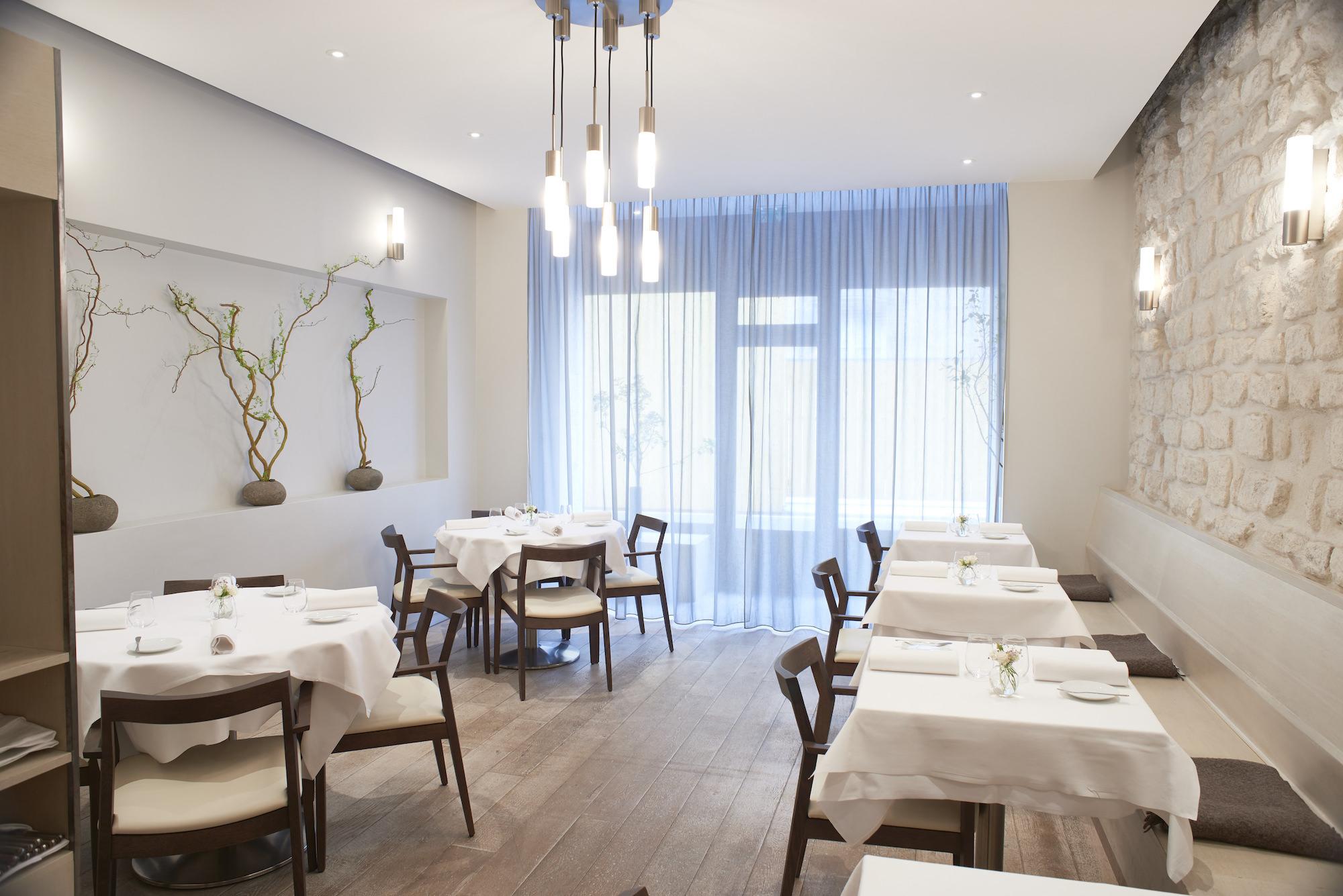 restaurant ES interior